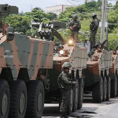 Homens do Exército em operação na Cidade de Deus Foto: Fabiano Rocha - 07/02/2018 / Agência O Globo