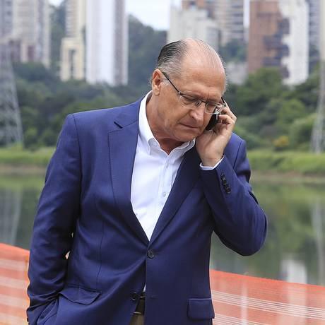 O governador de São Paulo, Geraldo Alckmin, durante visita a obras do monotrilho Foto: Edilson Dantas / Agência O Globo