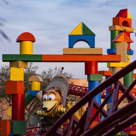 O carrinho da Slinky Dog Dash reproduz o cachorro de molas de Toy Story Foto: Matt Stroshane/Divulgação / Matt Stroshane/Divulgação