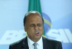 O governador do Rio, Luiz Fernando Pezão, durante cerimônia de assinatura do decreto de intervenção no Rio Foto: Aílton de Freitas / Agência O Globo