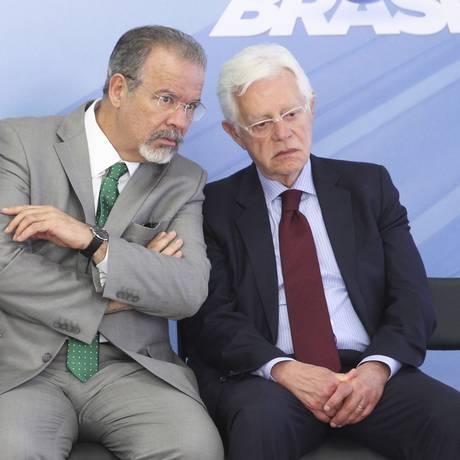 Os ministros Raul Jungmann (Defesa) e Moreira Franco (Secretaria-Geral) Foto: Aílton de Freitas/Agência O Globo