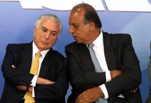O presidente Michel Temer e o governador do Rio de Janeiro, Luiz Fernando Pezão Foto: Givaldo Barbosa / Agência O Globo