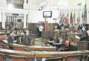 Mudanças. Plenário da Câmara Municipal: a casa pode sofrer alterações em 2019 com as 10 candidaturas de vereadores Foto: Divulgação/Sérgio Gomes / Terceiro
