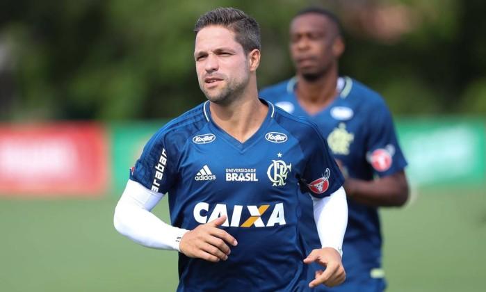 Em busca de brilho na quarta final, Diego se diz seguro na nova função no Flamengo
