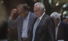Michel Temer e Pezão na chegada ao Palácio Guanabara Foto: Alexandre Cassiano / Agência O Globo