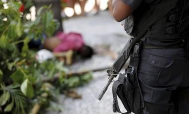 Um morto e um ferido em tentativa de assalto na Tijuca Foto: Domingos Peixoto