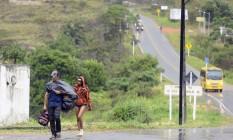 Imigrantes na estrada da Venezuela em direção a Pacaraima, Brasil Foto: Jorge William / Agência O Globo