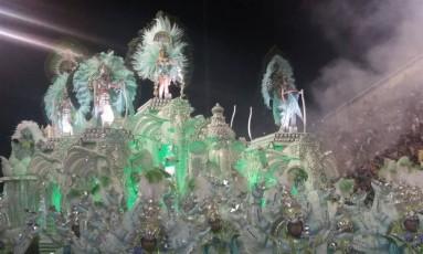 Carro da Mocidade, a primeira escola a desfilar neste sábado de carnaval Foto: Fábio Teixeira / O Globo