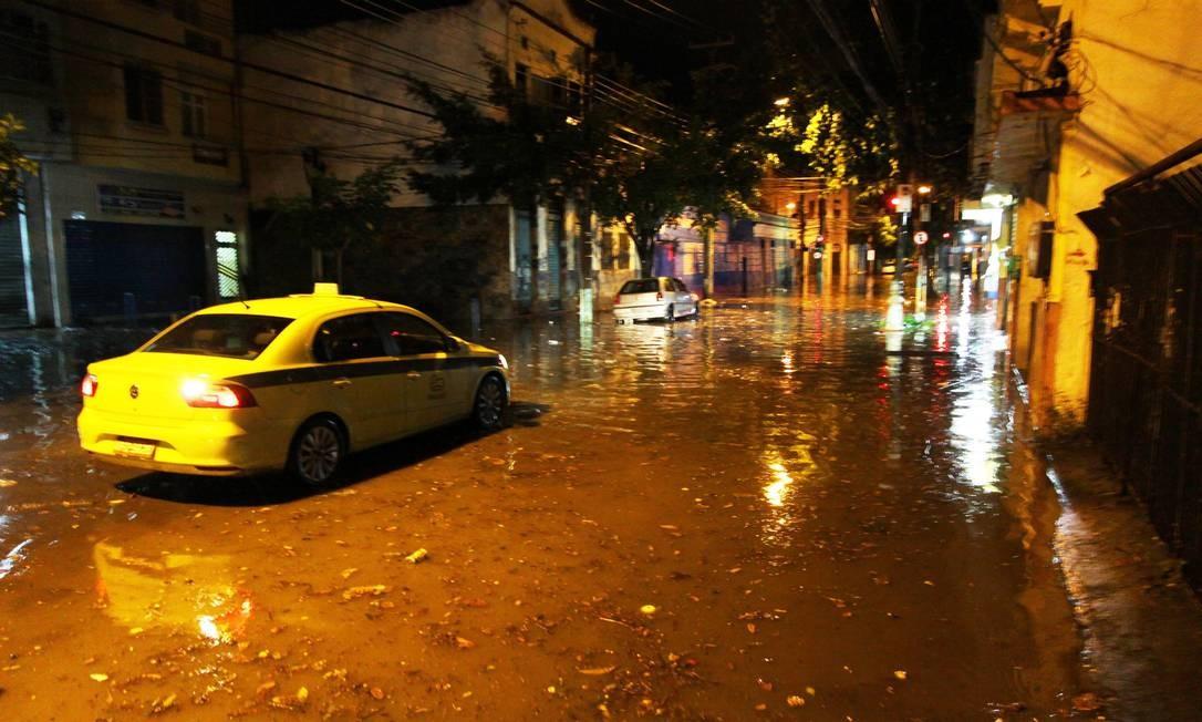 cf14caee762 Rio pode ter chuva forte após temporal que caiu na cidade na madrugada  desta quinta-