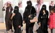 Mulheres participam de um festival na Arábia Saudita. Foto: Fayez Nureldine/AFP