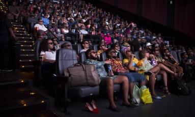 Inspirados por uma experiência anterior, de uma sessão fechada só para mulheres, ideia era oferecer a mesma oportunidade para negros Foto: Edilson Dantas / Agência O Globo
