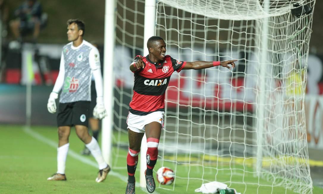 Vinícius Júnior comemora o segundo gol do Flamengo Marcio Alves