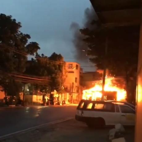 Ônibus é queimado em represália a morte de traficante na Zona Norte Foto: Rdeprodução/Onde Tem Tiroteio