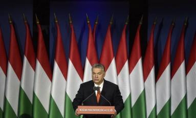 """O primeiro-ministro da Hungria, Viktor Orbán, faz pronunciamento em Budapeste: """"A Hungria em primeiro lugar"""" Foto: Zoltan Mathe / AP"""