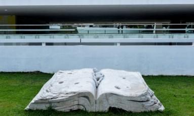 """A escultura """"Original sin"""", do artista chinês Liu Ruowang Foto: Divulgação"""