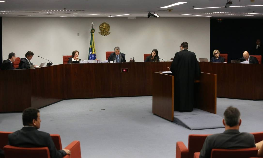 Decisão de Luiz Fux garantiu a liberdade de Cesare Battisti no Brasil Foto: Ailton de Freitas / Agência O Globo