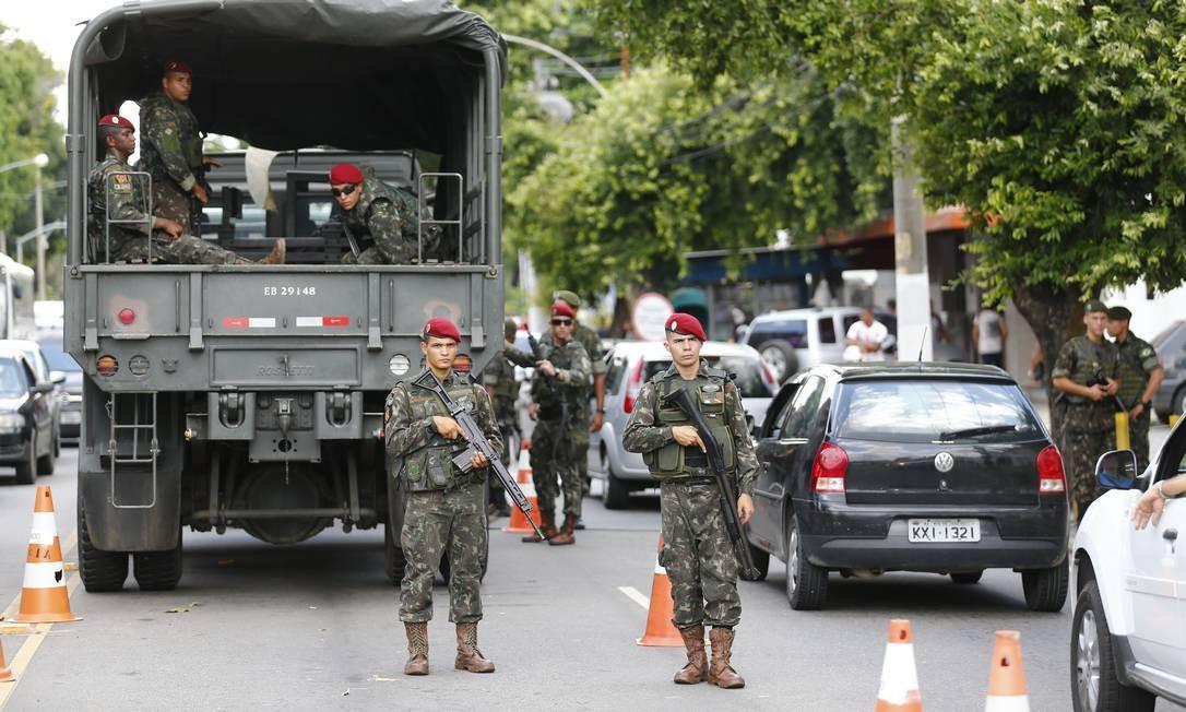 Mandados coletivos de busca e apreensão foram usados na intervenção militar no Rio Foto: Pablo Jacob