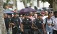 Policiais militares acompanharam o enterro do PM assassinado Foto: Antonio Scorza / Antonio Scorza