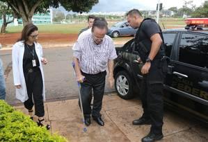 O deputado federal Paulo Maluf (PP-SP) chega ao IML em Brasília Foto: Givaldo Barbosa/Agência O Globo/22-12-2017