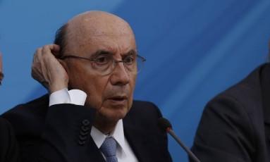 O ministro da Fazenda, Henrique Meirelles, durante entrevista coletiva Foto: Michel Filho / Agência O Globo