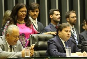 O presidente da Câmara, Rodrigo Maia, preside sessão que discute decreto da intervenção no Rio Foto: Ailton de Freitas / Agência O Globo