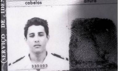 Identidade militar do tenente Ricardo de Souza Braga Netto, assassinado a tiros em 1984 Foto: Reprodução