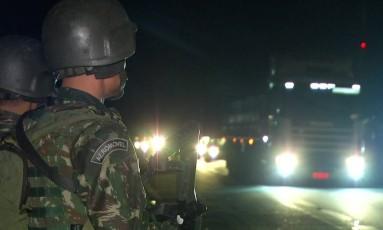 Militares atuam na Favela Kelson's, na Penha Foto: TV Globo / Reprodução