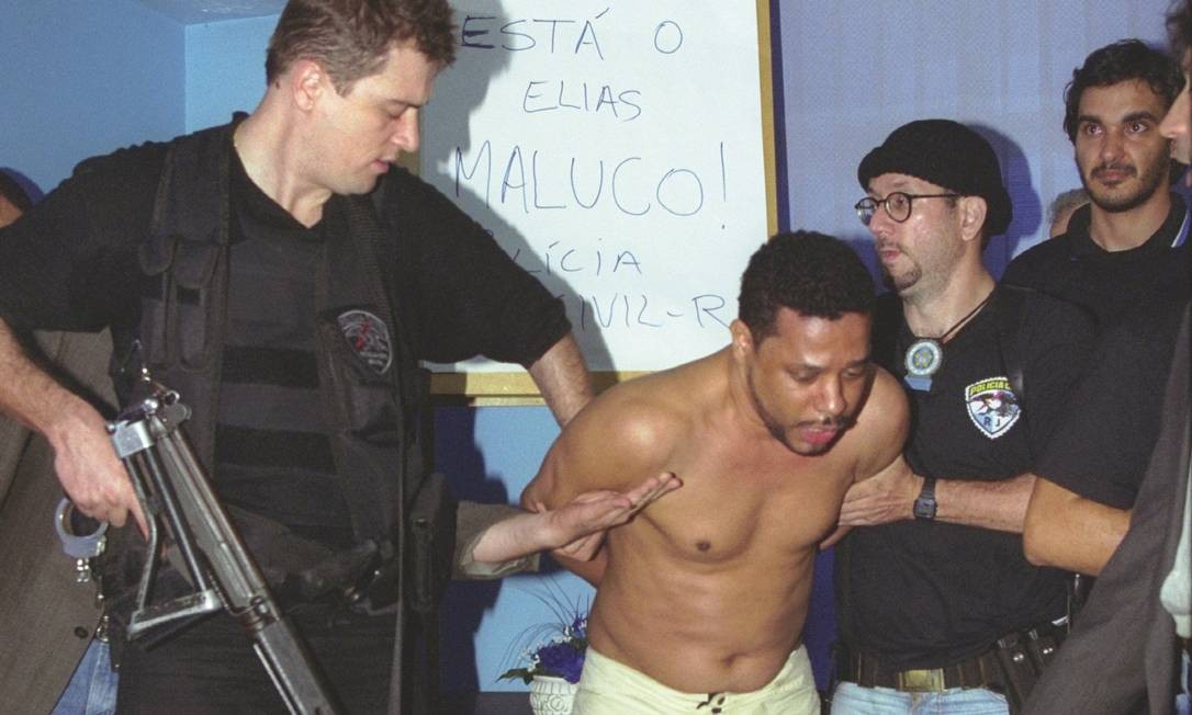 Elias Maluco é preso no Complexo do Alemão em 19/09/2002 Foto: Domingos Peixoto / Agência O Globo