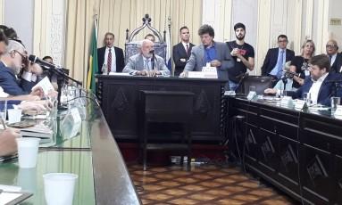 O deputado Eliomar Coelho (PSOL) preside a CPI dos Ônibus Foto: Juliana Castro / Agência O Globo