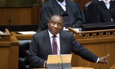 Cyril Ramaphosa, novo presidente da África do Sul, durante discurso nessa terça-feira Foto: RODGER BOSCH / AFP
