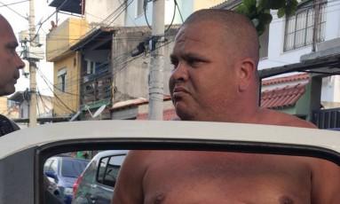 O presidente da Associação de Moradores da Gardênia Azul foi preso nesta tarde Foto: Reprodução / .