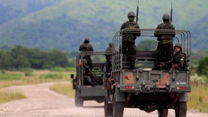 A operação de segurança está prevista para durar pelo menos dois meses Foto: Fabiano Rocha / Agência O Globo