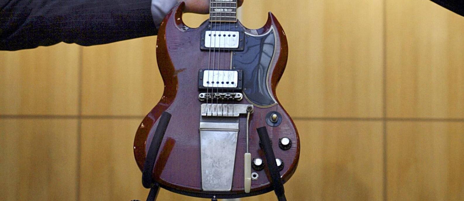 Gibson usada por George Harrison e John Lennon, dos Beatles, em gravações da banda; empresa pode vir à falência Foto: ALESSANDRO ABBONIZIO / AFP