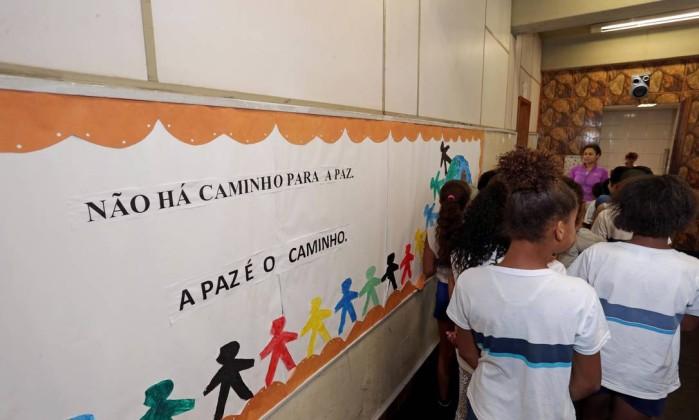 IBGE: maioria dos brasileiros acessa a internet para trocar mensagens