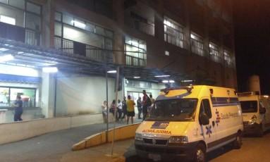 Porta da emergência do Hospital Albert Schweitzer, para onde a PM foi levada Foto: Reprodução
