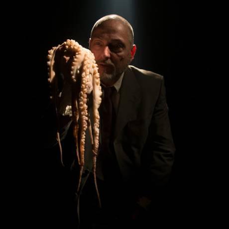 """""""Tripas"""", texto de Pedro Kosovski, interpretado por Ricardo Kosovski. Foto: Divulgação/Lourenço Monte"""