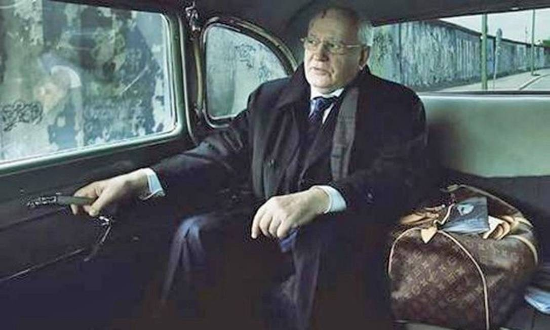 O ex-líder soviético Mikhail Gorbachev foi estrela de campanha publicitária da grife francesa Louis Vuitton clicada por Leibovitz Foto: Annie Leibovitz / Reprodução de internet