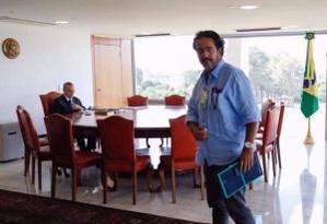 Elsinho Mouco com o presidente Michel Temer, em foto publicada em sua página no Facebook Foto: Reprodução