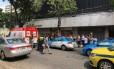 A movimentação no local do tiroteio, em Botafogo Foto: Foto do leitor