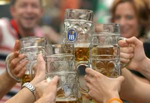 O consumo em excesso do álcool aumenta em três vezes o risco para a demência Foto: Frank Leonhardt / EFE