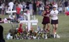 17 pessoas morreram no massacre, que aconteceu em Parkland, Flórida Foto: Mike Stocker / AP