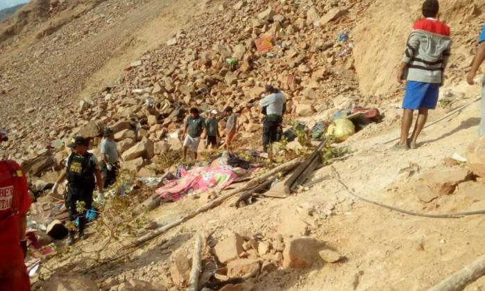 Número de mortos em acidente com autocarro peruano sobe para 43