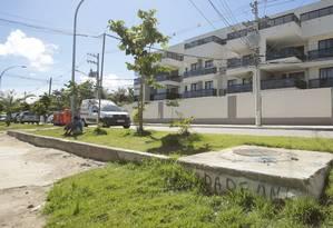 Moradores reclamam que alagamentos na Avenida Aldemir Martins aumentaram após obra da Leduca Foto: Brenno Carvalho / Agência O Globo