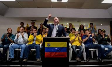 Deputado opositor Juan Pablo Guanipa, do Primeiro Justiça, em entrevista coletiva: MUD está fora das eleições presidenciais Foto: FEDERICO PARRA / AFP