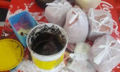 Carne com ração de cachorro para rechear pastéis em lachonete fechada em Madureira Foto: Divulgação