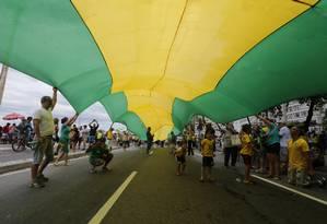 Protesto contra corrupção em Copacabana Foto: Domingos Peixoto / Agência O Globo/4-12-16