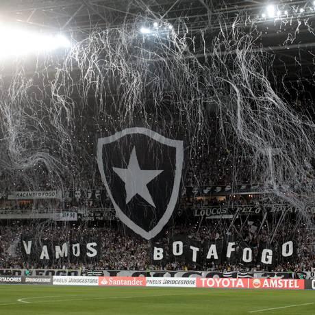 Torcida do Botafogo durante jogo da Libertadores de 2017 contra Nacional do Uruguai no Estádio Nilton Santos Foto: Marcelo Theobald / Agência O Globo (10/08/2017)