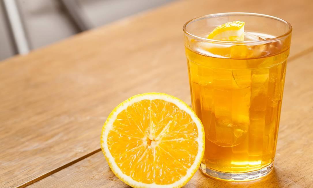 7zero6. Cachaça, Cynar, um toque de mel e uma meia lua de laranja. Av. Vieira Souto 706, Ipanema. (2141-4990). Foto: dhani accioly borges / Divulgação
