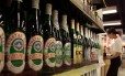 Preço diferente entre bebidas geladas e em temperatura ambiente fica proibido no Rio Foto: Claro Cortes IV / Reuters