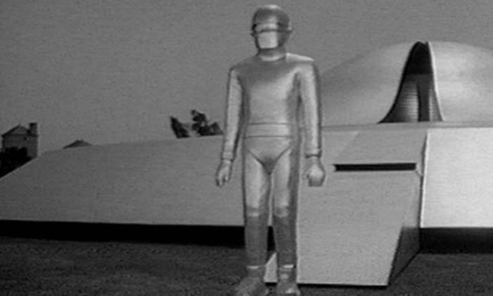 Gort, robô que acompanha o visitante alienígena protagonista de 'O dia em que a Terra parou' (1951) Foto: Reprodução